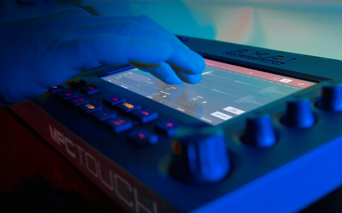 AKAI stellt den MPC Touch vor