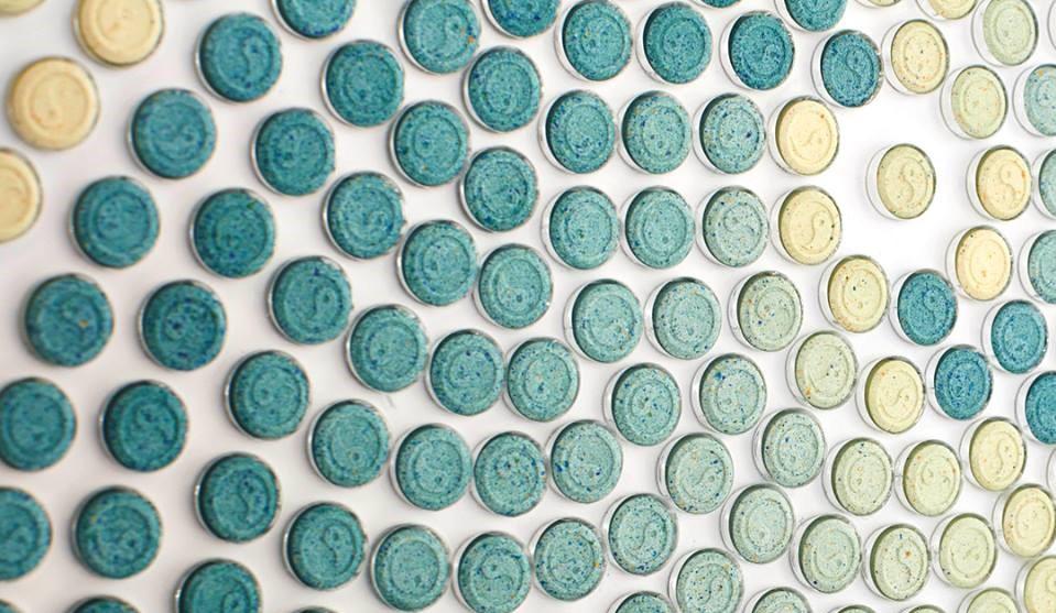 Künstler Chemical X kreiert Kunstwerk aus 4000 XTC-Pillen