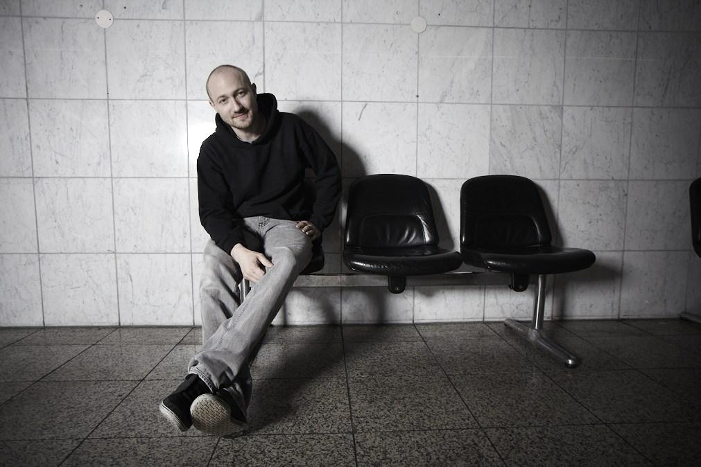 """Paul Kalkbrenner verkürzt die Wartezeit auf """"Guten Tag"""" mit neuem Video"""