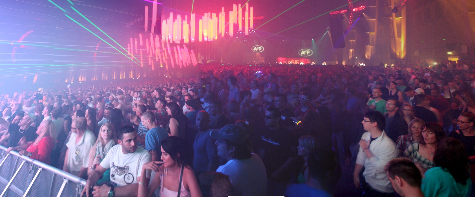 Was erwartet euch auf dem Berlin Summer Rave? Der Ostfunk Hangar!
