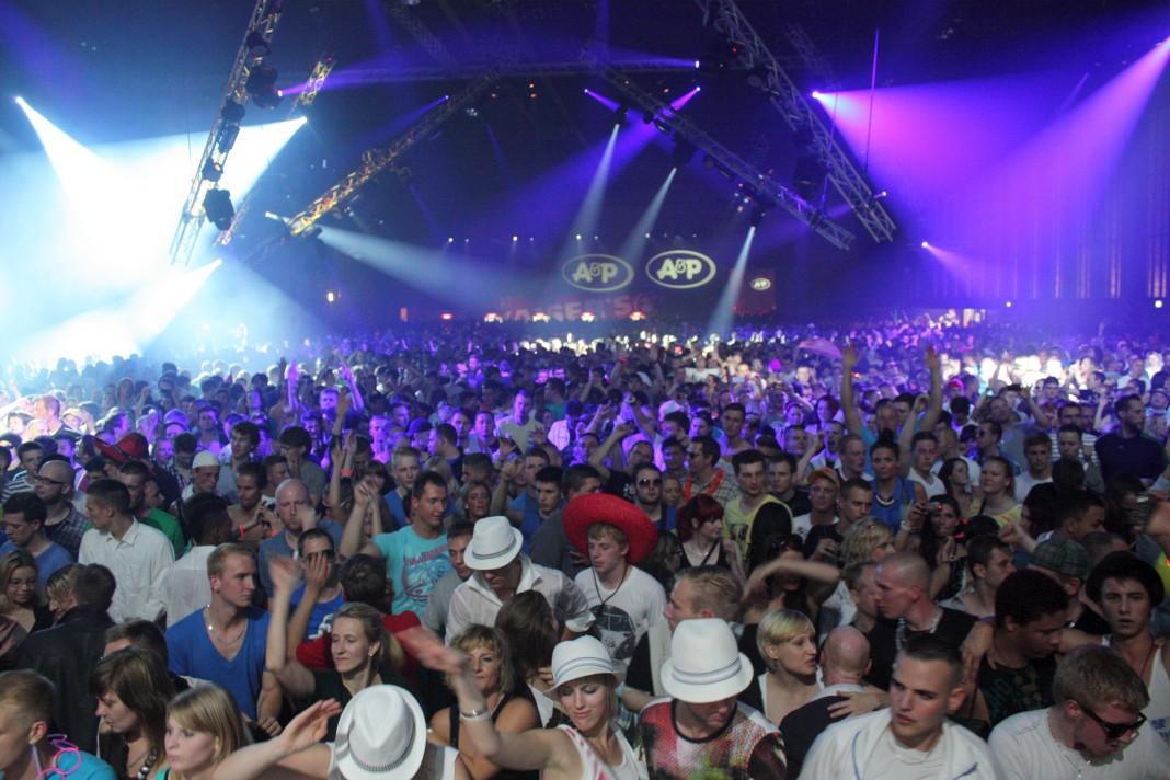 Was erwartet euch auf dem Berlin Summer Rave? Der House Hangar!