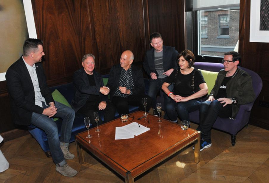 New Order unterschreiben bei Mute Records