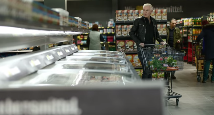 """How much is the fish?"" – H.P. Baxxter kauft bei EDEKA ein"
