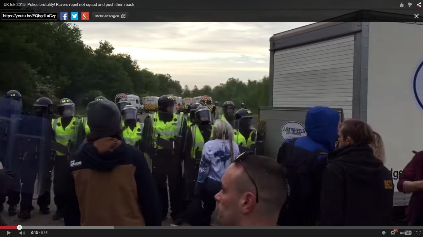 Illegaler Rave in England von Polizei aufgelöst – 21 verletzte Polizisten