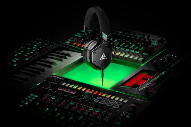 Roland präsentiert Kopfhörer: AIRA M-100