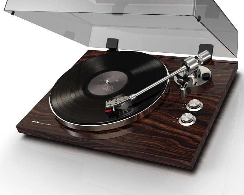 AKAI präsentiert den Plattenspieler BT-500
