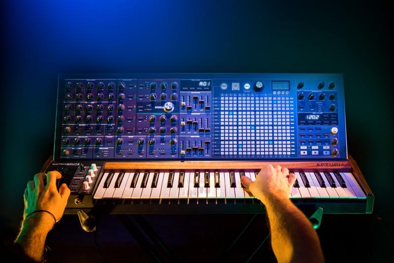 Arturia präsentiert neuen Analog-Synthesizer MatrixBrute