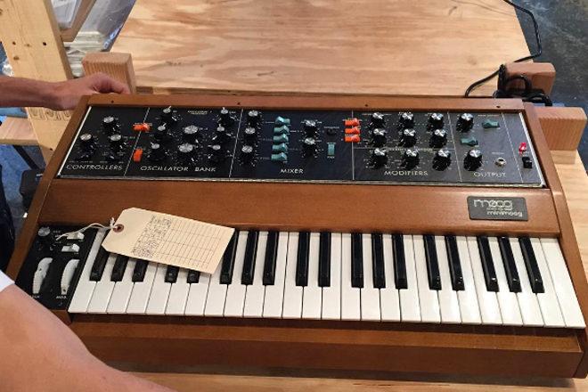 Moog beginnt mit der Serienproduktion des Minimoog Model D