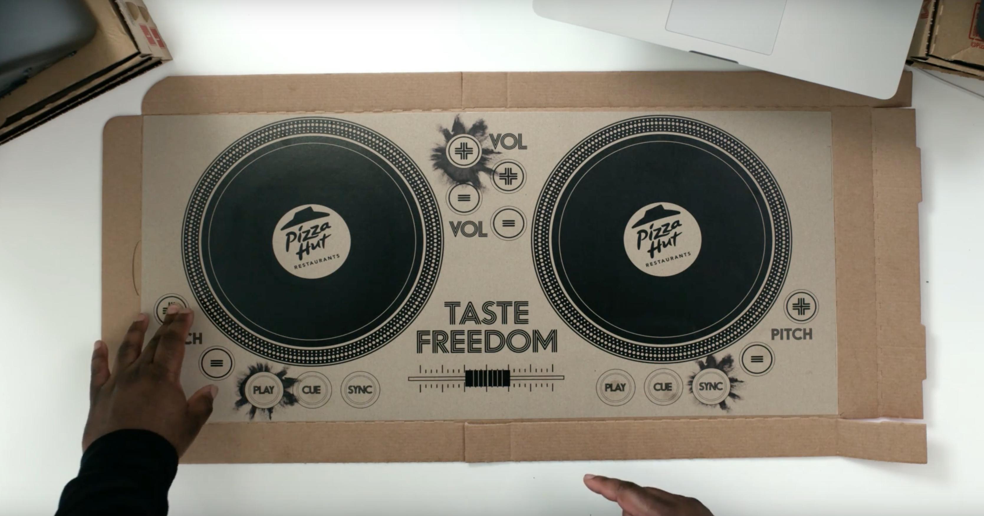 Spiel doch mal DJ: Pizza Hut präsentiert die DJ-Pizzabox