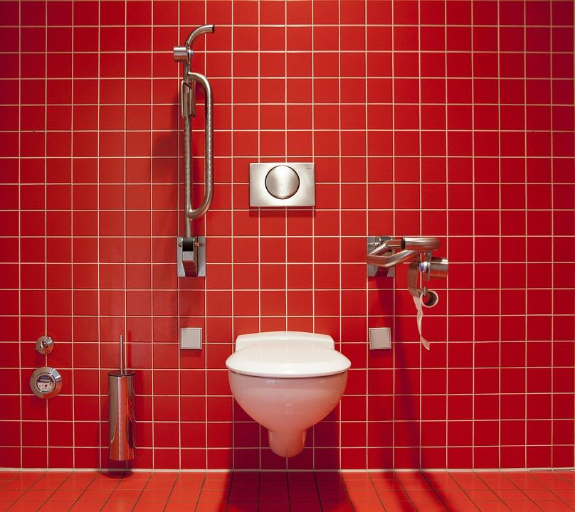 Vorfall in der Disco: Betrunkener Mann sprengt Toilette