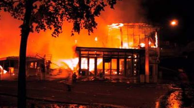 Schweres Feuer auf Rave-Party – über 30 Tote