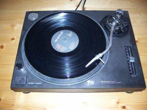 800px-Technics_SL-1210MK2