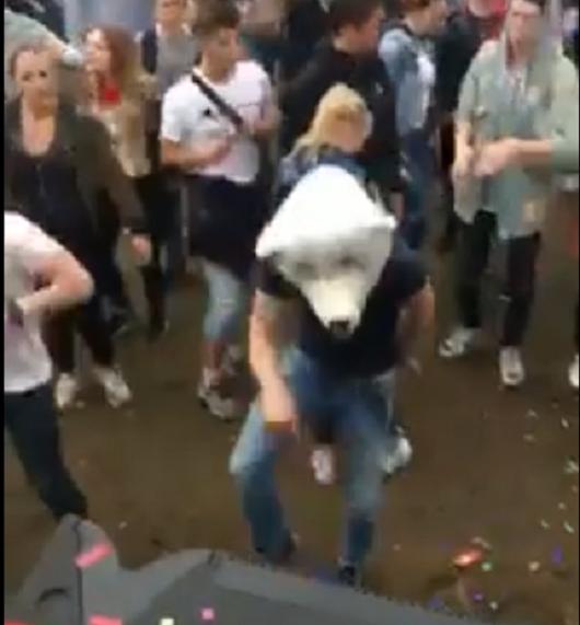 10 Gründe, wieso du auf Festivals nur mit Maske tanzen solltest