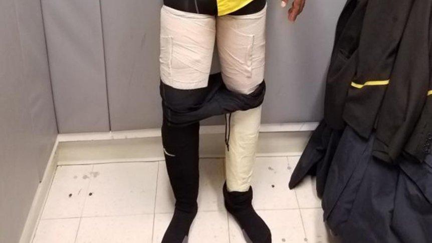 Flugbegleiter mit vier Kilo Kokain unter der Hose festgenommen
