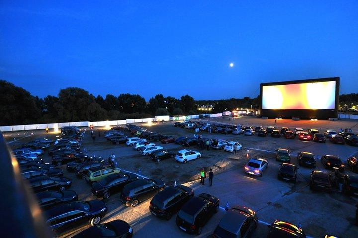 Coole Idee: DJ statt Film –Tanz in den Mai im Autokino feiern